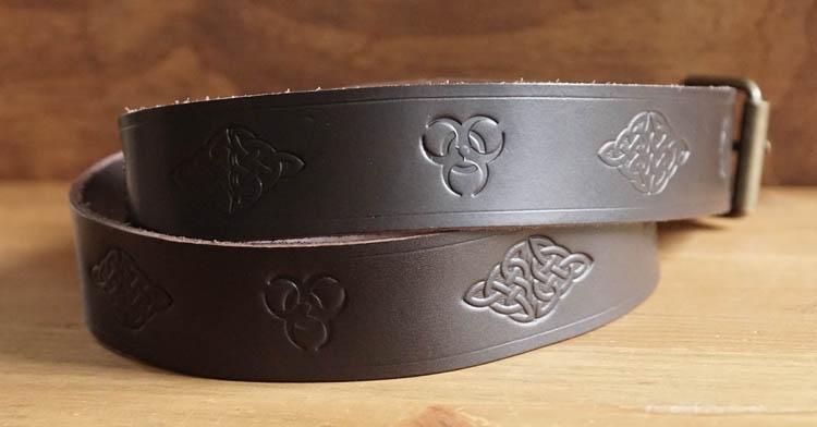 """Buckle riem """"  Keltische knopen + levensboom """"  bruin"""