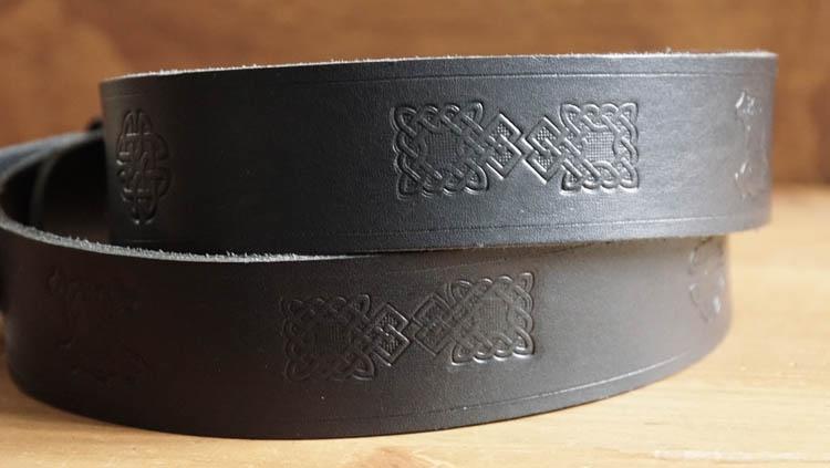 """Buckle riem """"  Keltische knopen met doodskoppen """" zwart"""