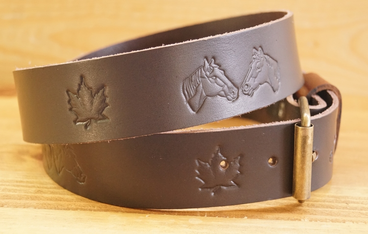 """Buckle riem """"  Paardenhoofden met herfstblad """"  Donker bruin"""