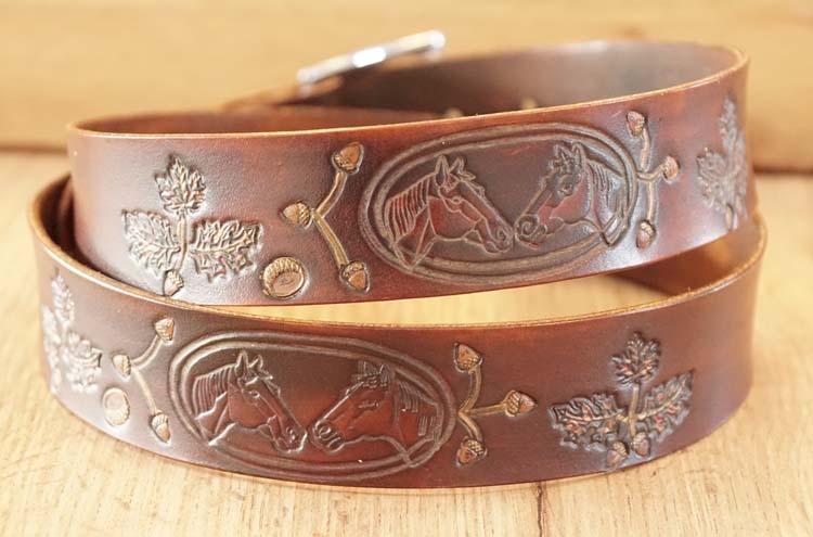 """Buckle riem """" Paardenhoofd met bladeren + eikels """" bruin"""