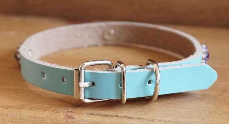 """Leren hondenhalsband  """" Bloem strass oranje / blauw """" Blauw"""