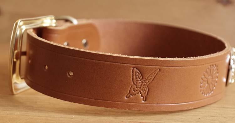 """Leren hondenhalsband  """" Bloemen, vlinders, ster """"  bruin"""