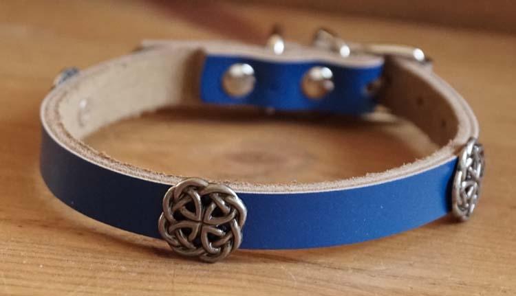 """Leren hondenhalsband  """" Celtic knopen  """" Kobalt"""