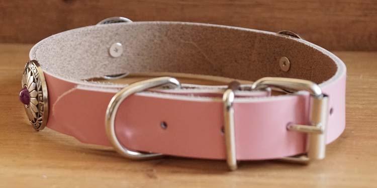 """Leren hondenhalsband  """" Concho met paarse steen """" Roze"""