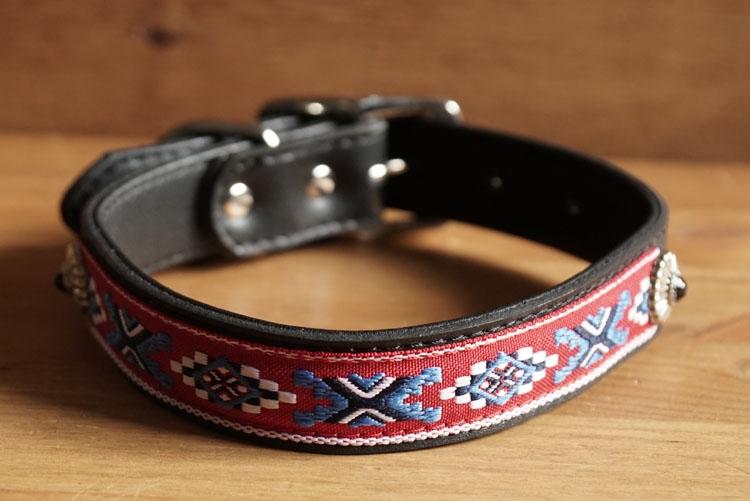 """Leren hondenhalsband  """" Indiaanse sierwerk """" zwart"""
