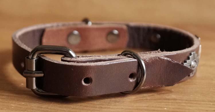 """Leren hondenhalsband  """" Sier + kruis concho's """"  Bruin"""