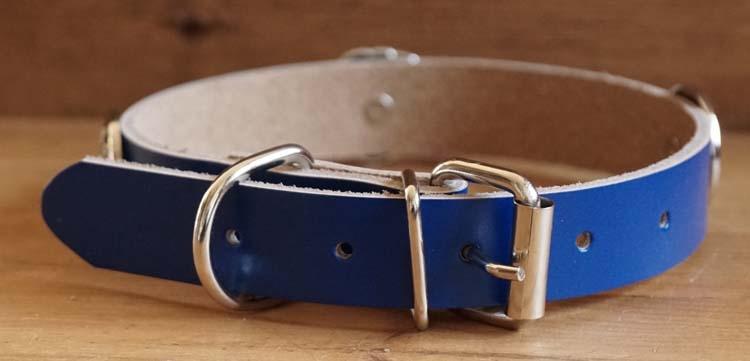"Leren hondenhalsband "" Hartje rood, sierconcho blauwe steen"""