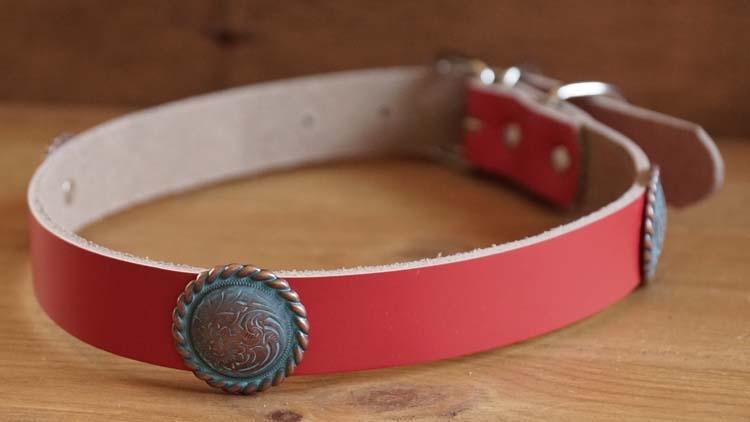 "Leren hondenhalsband "" Koper kleurige concho's "" Rood"